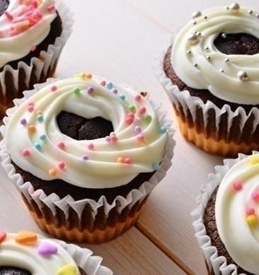 れん乳アイシングのカップケーキ画像